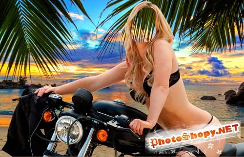 Девушка на возле моря на мотоцикле